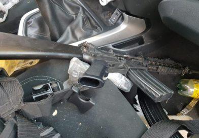 Detienen a tres con armas de fuego y camioneta robada